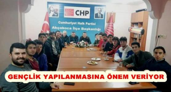 CHP İLÇE BAŞKANI ABANOZ , GENÇLERLE BİR ARAYA GELDİ